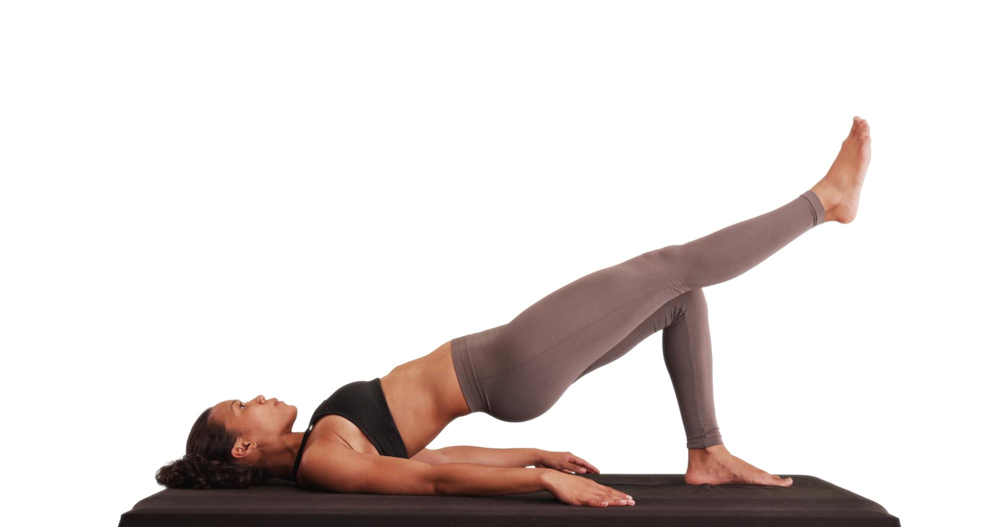 ヒップレイズ」は腹筋下部やお尻に効く!筋トレのコツや効果を紹介
